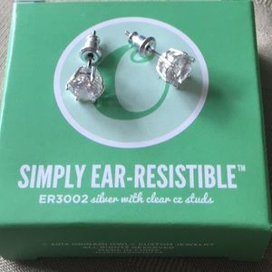 Origami Owl simply ear-resistible Silver CZ studs